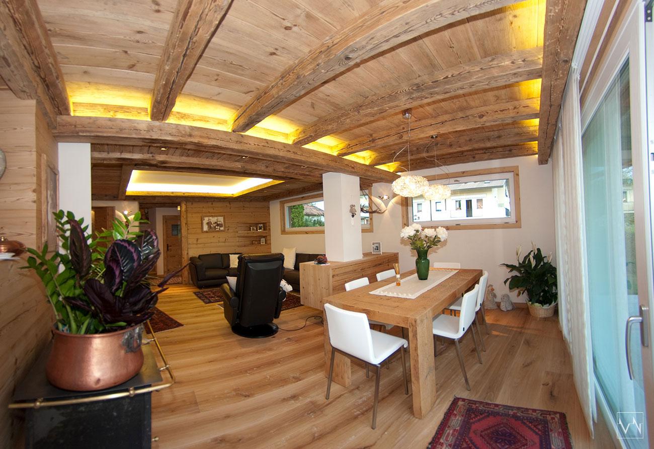 Abitazione a belluno con soffitti in legno vecchio e for Seconda mano mobili